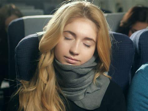 3 Way Sacrf 1 Syal Bisa Dipakai Dengan 3 Gaya Berbeda 2b2 syal yang bisa bikin nyaman tidur di perjalanan