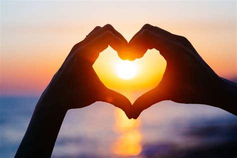Jatuh Dan Cinta 3 hal yang terjadi saat seseorang jatuh cinta kompas