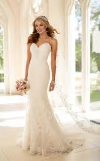 6220 fit and flare strapless wedding dress by stella york