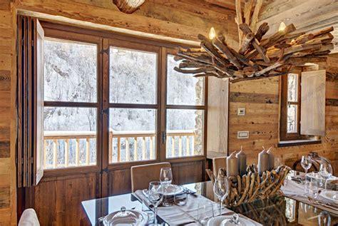 diseno de interiores rustico uso de madera  piedra