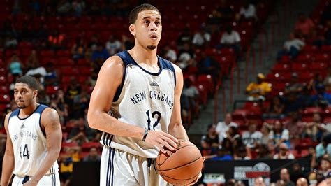 seth curry new year jersey seth curry finalizing two year contract with sacramento