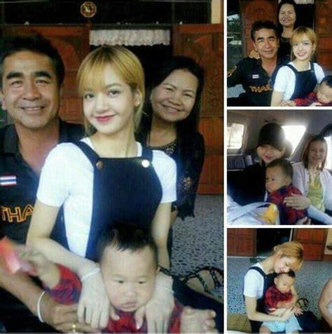 blackpink family lisa with her family blink 블링크 amino