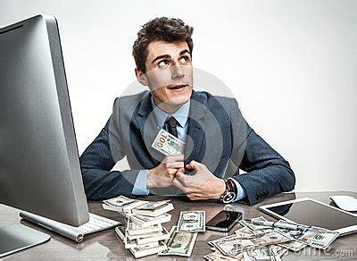 stehlen designerlen buchhalter stehlen geld den kleingeldkapitalien