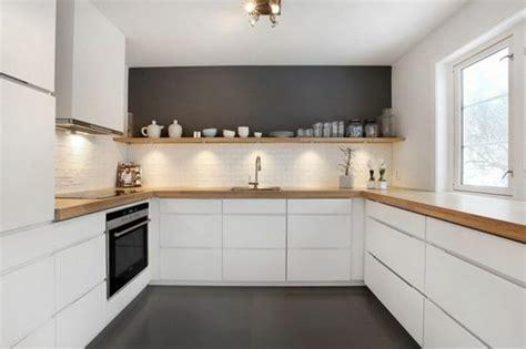 Charmant Cuisine Blanche Et Bois Clair #4: luminaire-de-cuisine-meubles-led-de-cuisine-sol-en-lino-gris-fonc%C3%A9-meubles-chic.jpg
