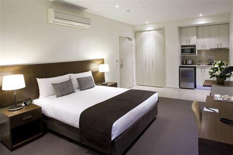 no bedroom apartment qual o melhor para a sua casa ventilador ou ar condicionado