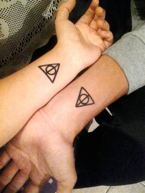 tatuaje coincidente del s 237 mbolo de las reliquias de la
