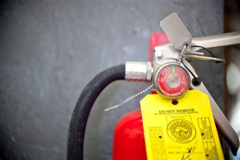 Was Kostet Ein Feuerlöscher by Feuerl 246 Scher Auff 252 Llen 187 Wie Viel Kostet Das