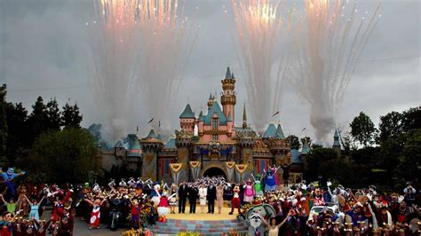 Abc 7 News Disneyland Giveaway - disneyon7 abc7 news staff viewers share photos celebrate disneyland s 60th