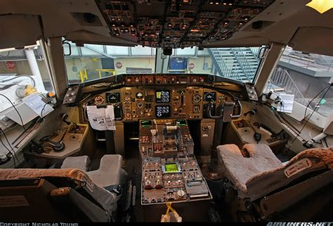 United Airlines 757 Interior by Flickr Photo