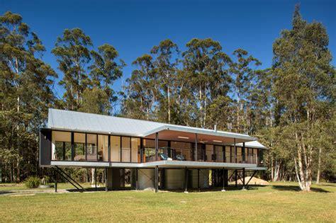 huis kopen australie queensland modern huis dat speciaal is gebouwd tegen overstromingen