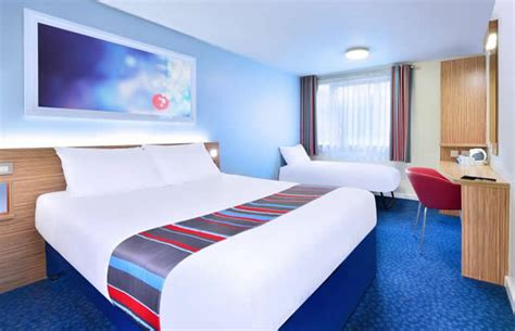 what hotel chains have 2 bedroom suites travelodge travel lodges central london 17 compared