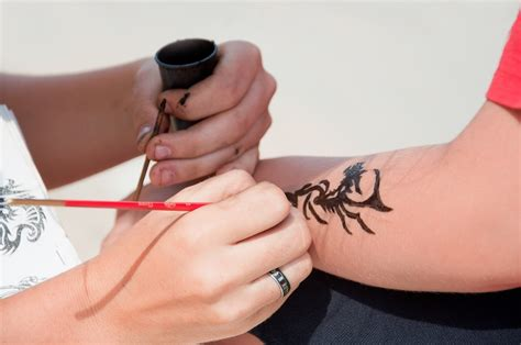 how safe are black henna tattoos