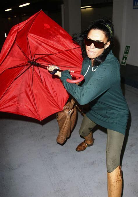 Attacks The Paparazzi With Umbrella by Price Attacks Paparazzi 6 Pics
