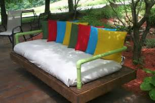 Diy Daybed From Pallets Diy Tutorial How To Build A Pallet Daybed 101 Pallets