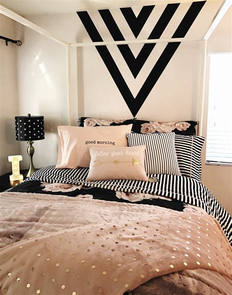 Black White Gold Bedroom Ideas by Room Black Gold And Pink Black Paint Feature Wall Black And White Stripes Design With