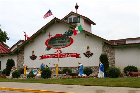 michigan christmas picture world s largest store in michigan