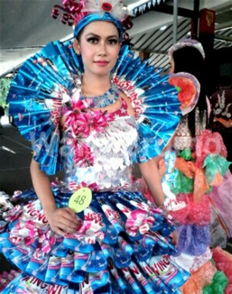 Fashion Baju Daur Ulang banyak gadis cantik berbaju daur ulang di pendopo pasuruan wartabromo
