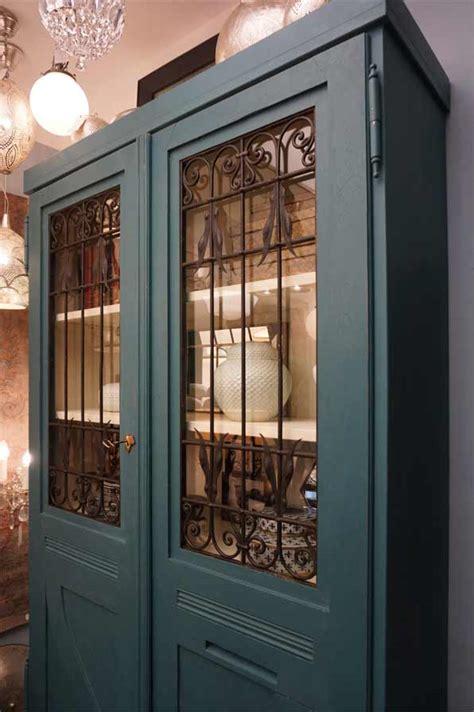 eyecatcher dresden vitrinenschrank quot blauer pfau quot antike m 246 bel interieurs