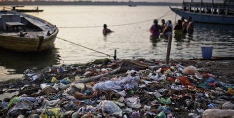 bagno gange il gange fiume sacro e inquinato tpi