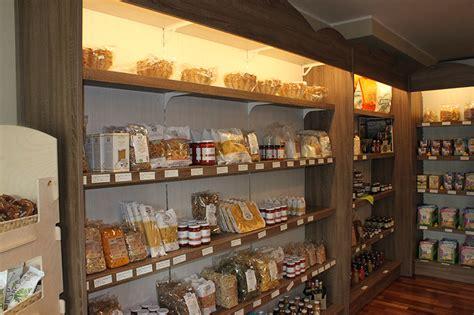 scaffali alimentari arredamento negozio alimentari arredo gastronomia senza