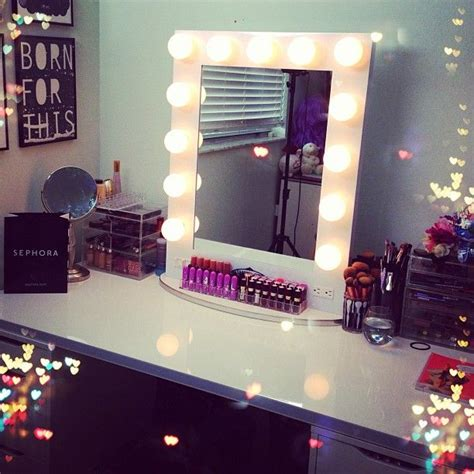 Vanity Mirror With Light Bulbs Around It by Make Up Tafels Interieur Insider