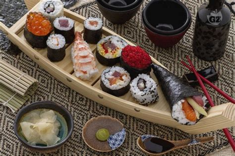 come cucinare il sushi ricetta sushi la ricetta di giallozafferano