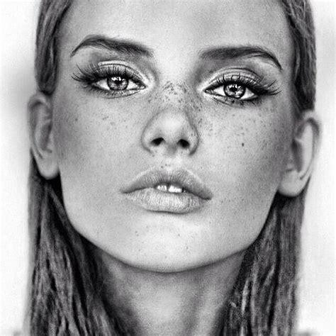 beautiful girl drawing