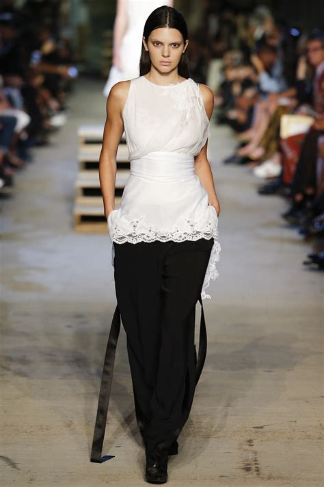 Givenchy Season 2 G8000 Nd kendall jenner gives eye catching catwalk during givenchy