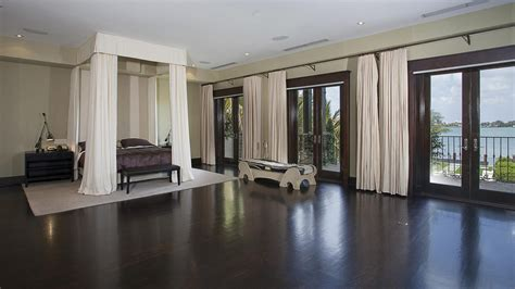matt damon mansion miami beach living room luxuo matt damon finally sold his miami beach mansion extravaganzi