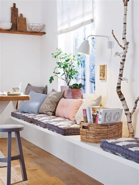 Home Decorators Colection by Drewniane ławki I Zabudowane Siedziska Z Poduchami Przy