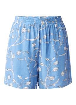 Lilica Shorts Selected Femme lichtblauwe damesbroeken bekijk de zomercollectie de