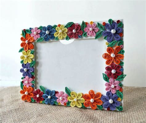 How To Make Photo Frame With Handmade Paper - diy paper quilled photo frame