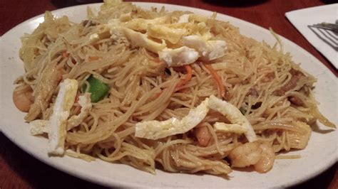 spice island tea house singapore rice noodles with chicken and shrimp pic 1 yelp