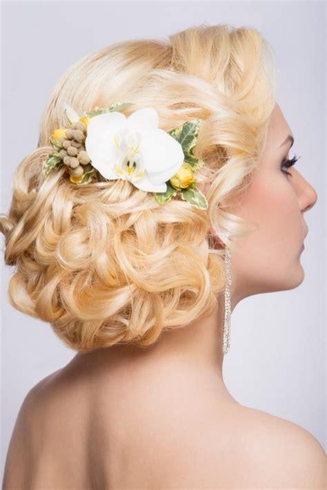 Hochsteckfrisuren Hochzeit Mit Blumen by Brautfrisuren Mit Blume