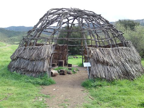 file reconstructed chumash house 04912 jpg wikimedia commons