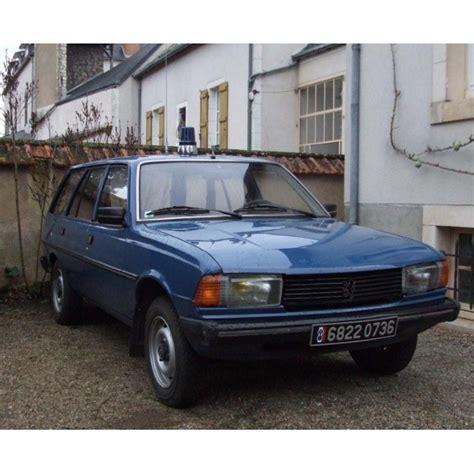 Location auto retro collection peugeot 305 gendarmerie 1985