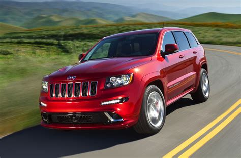 racing jeep cherokee jeep grand cherokee srt8 performance suv delayed photos