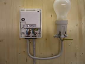 le mit bewegungsmelder anklemmen d 228 mmerungsschalter anschliessen elektricks
