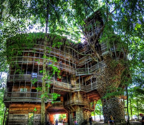 worlds biggest house the minister s tree house the largest tree house in the world unusual places