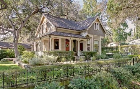 a victorian cottage for sale in pasadena hooked on houses