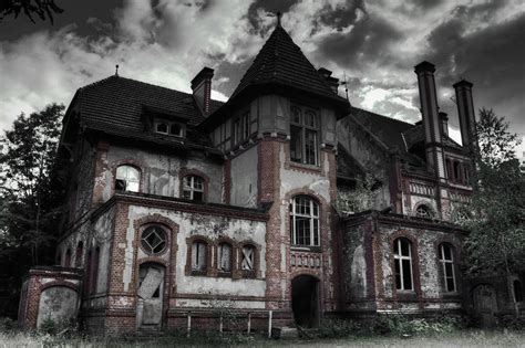 A Haunting Attraction 5 of the scariest haunted house attractions in the country