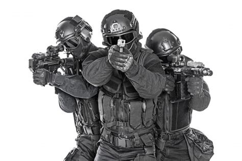 swat special forces with rifle photo premium