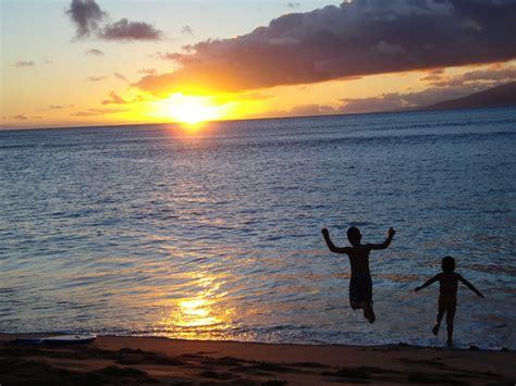 sulla spiaggia bambini sulla spiaggia viaggi vacanze e turismo