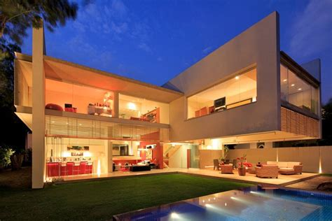 modern mexican architecture luxurious modern mansion with huge cantilever in