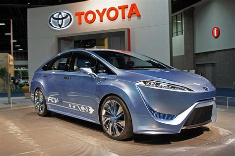 Us Toyota Toyota Bumps Up Hydrogen Powered Car In Us To 2015 Update