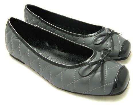 its fashion shoes fashion its a 5 dollar shoes its true
