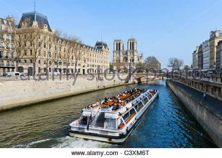 bateau mouche saint michel bateaux mouches kathedrale notre dame quai de la tournelle