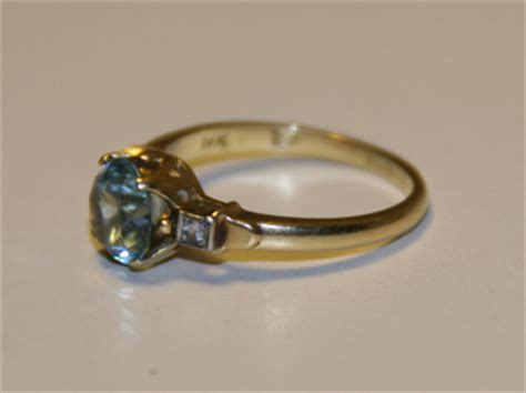 r s within a shield on 14k gold ring