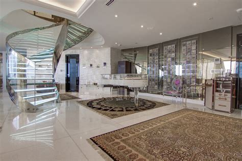Opulent Duplex Penthouse With Remarkable Views In DIFC