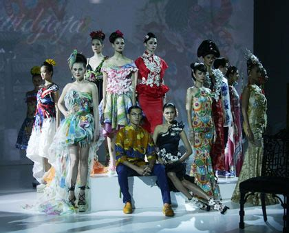 Batik Shio Kelinci gaun batik pekalongan dalam nuansa karya sutanto